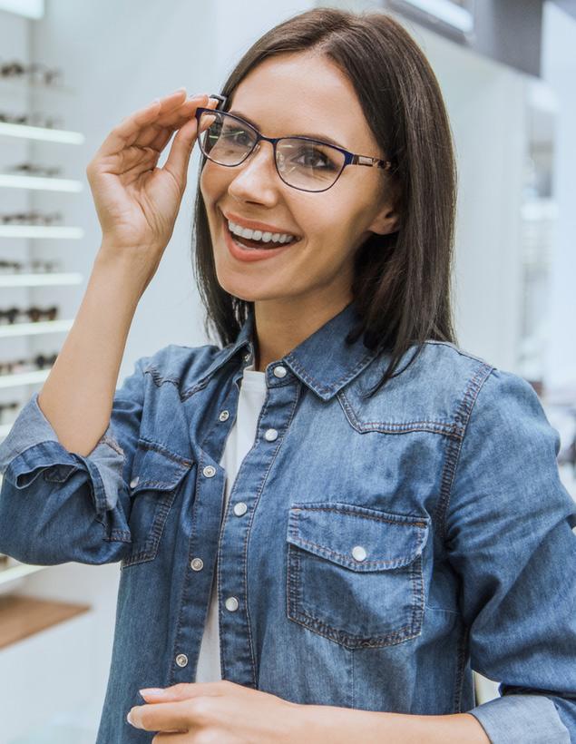 woman-choosing-glasses